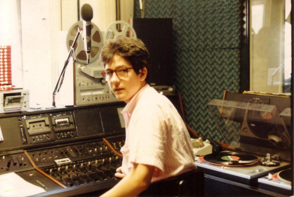 Segnale Italia Regia 1 1024x688 - Storia della radiotelevisione italiana. Anni '80, Milano da bere, Segnale Italia: simboli primordiali di una rete radiofonica
