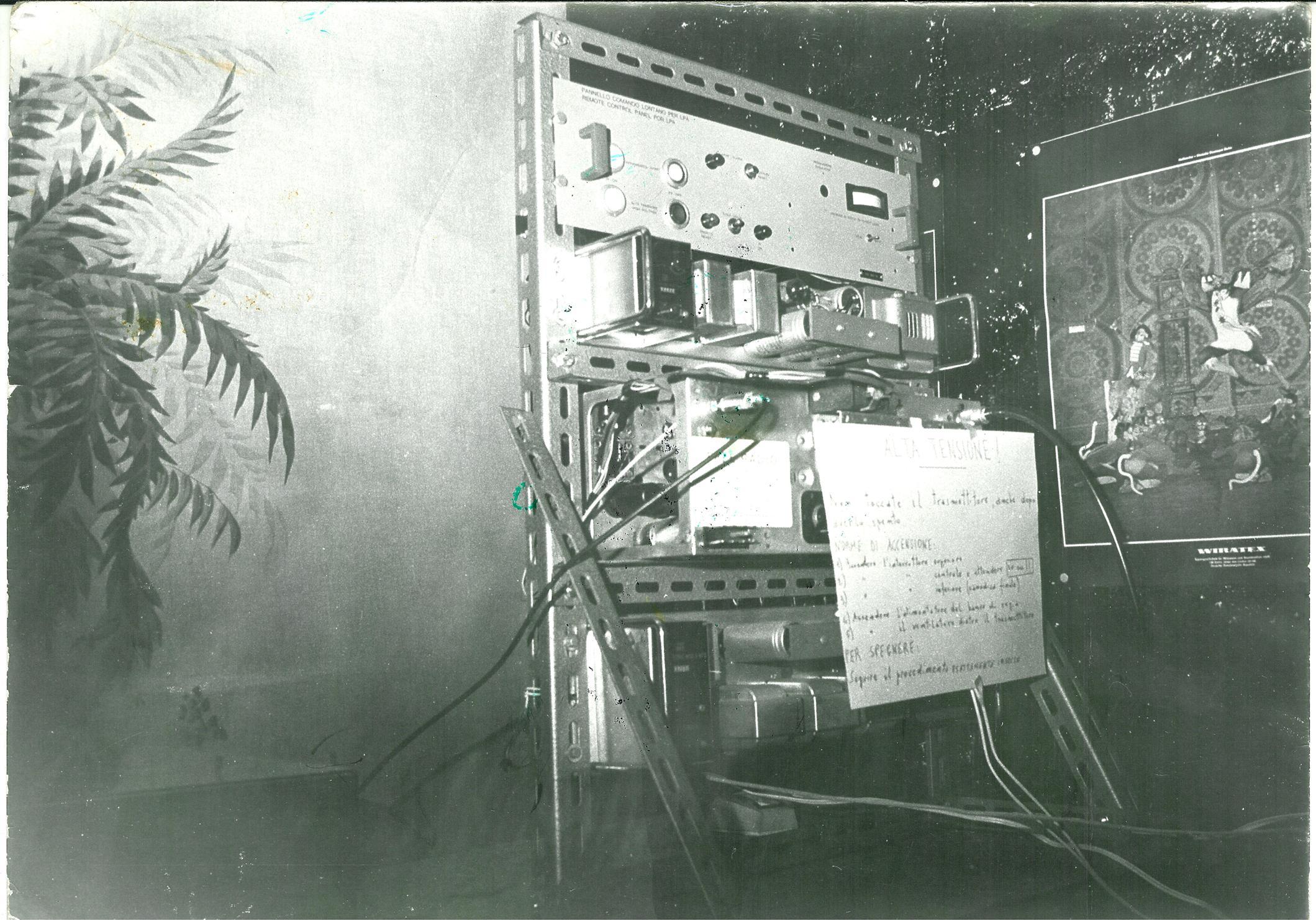 Free Radio La Topaia Primo trasmettitore - Storia della radiotelevisione italiana. 1975: quando a Milano si ascoltavano Radio Asti, Radio Torino, Radio Omegna, Radio Lecco, Radio Brescia e Radio Piacenza