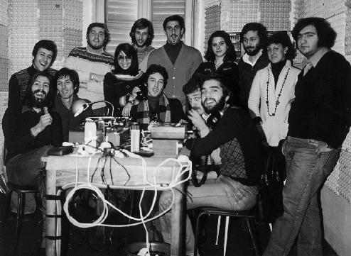 Free Radio Quelli della casa di fronte - Storia della radiotelevisione italiana. 1975: quando a Milano si ascoltavano Radio Asti, Radio Torino, Radio Omegna, Radio Lecco, Radio Brescia e Radio Piacenza