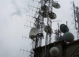 antenne20Monte20Maddalena20Brescia202 300x217 - Radio e Tv. Lazio, Cds decide su Monte Cavo (Rm): via le antenne. Ricorso respinto