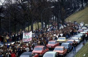 protesta radio 24 zurigo 300x197 - Storia della radiotelevisione italiana. L'esperienza di Radio 24 (Zurigo) in Italia