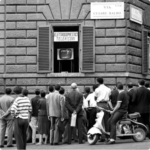 tv fuori da negozio anni 50 - Storia della radiotelevisione italiana. Anni '50, Tempo Tv: si tenta di scardinare il monopolio tv RAI