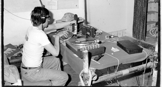 Radio Alice studio 2 - Storia della radiotelevisione italiana. Le radio del Movimento: Radio Alice, il linguaggio sporco di Bologna