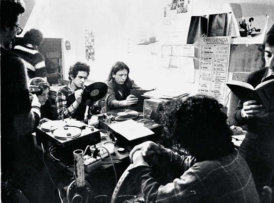 radio alice studio - Storia della radiotelevisione italiana. Le radio del Movimento: Radio Alice, il linguaggio sporco di Bologna