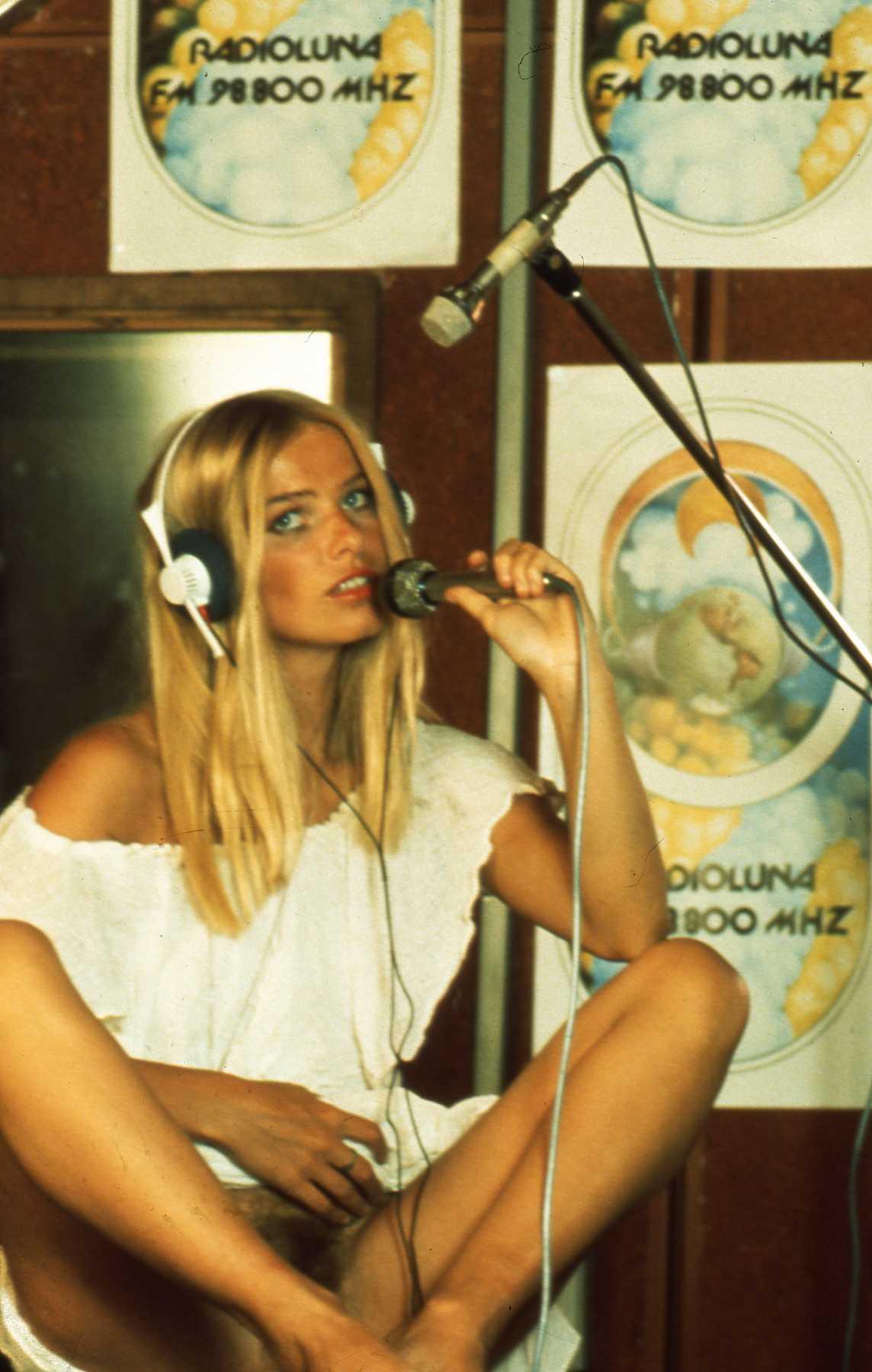 Radio luna staller ilona nuda - Storia della radiotelevisione italiana. Roma, 1980: GBR Antenna Italia, prima rete nazionale interconnessa?