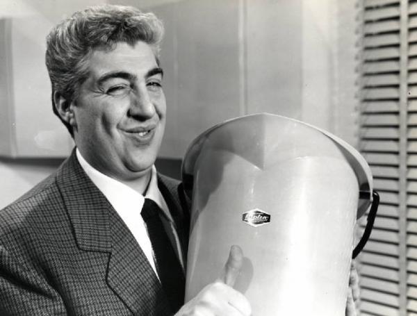 gino bramieri 1 - Storia della radiotelevisione italiana. Radio Milano Ticinese, la radio di Gino Bramieri