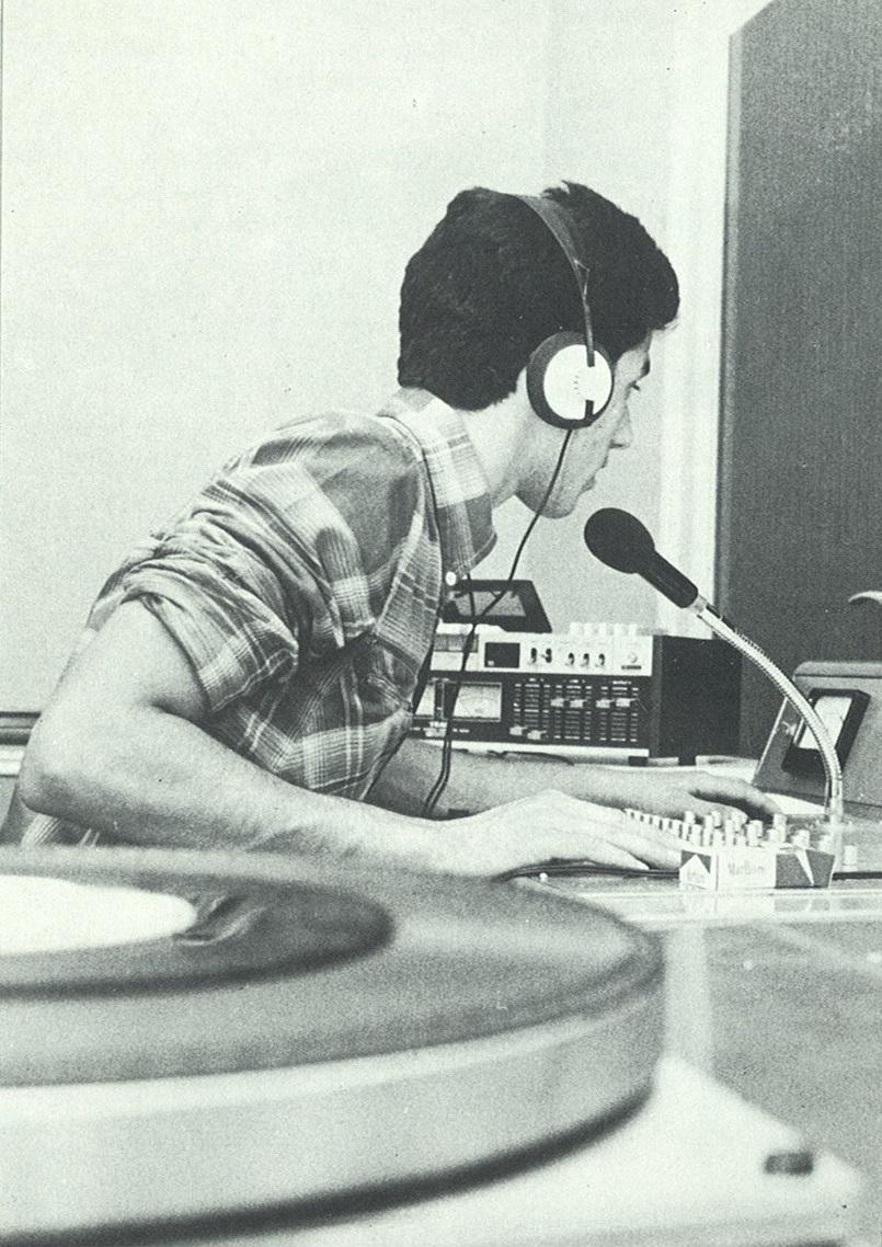 Radio Milano 4 foto studio particolare - Storia della radiotelevisione italiana. Milano, 1980: la scommessa di Radio Città 1 & 2