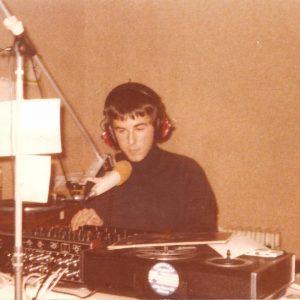 """american radio 300x300 - Storia della radiotelevisione italiana. Milano: da American Radio a Radio Freccia il filo che lega la """"radio libera"""""""