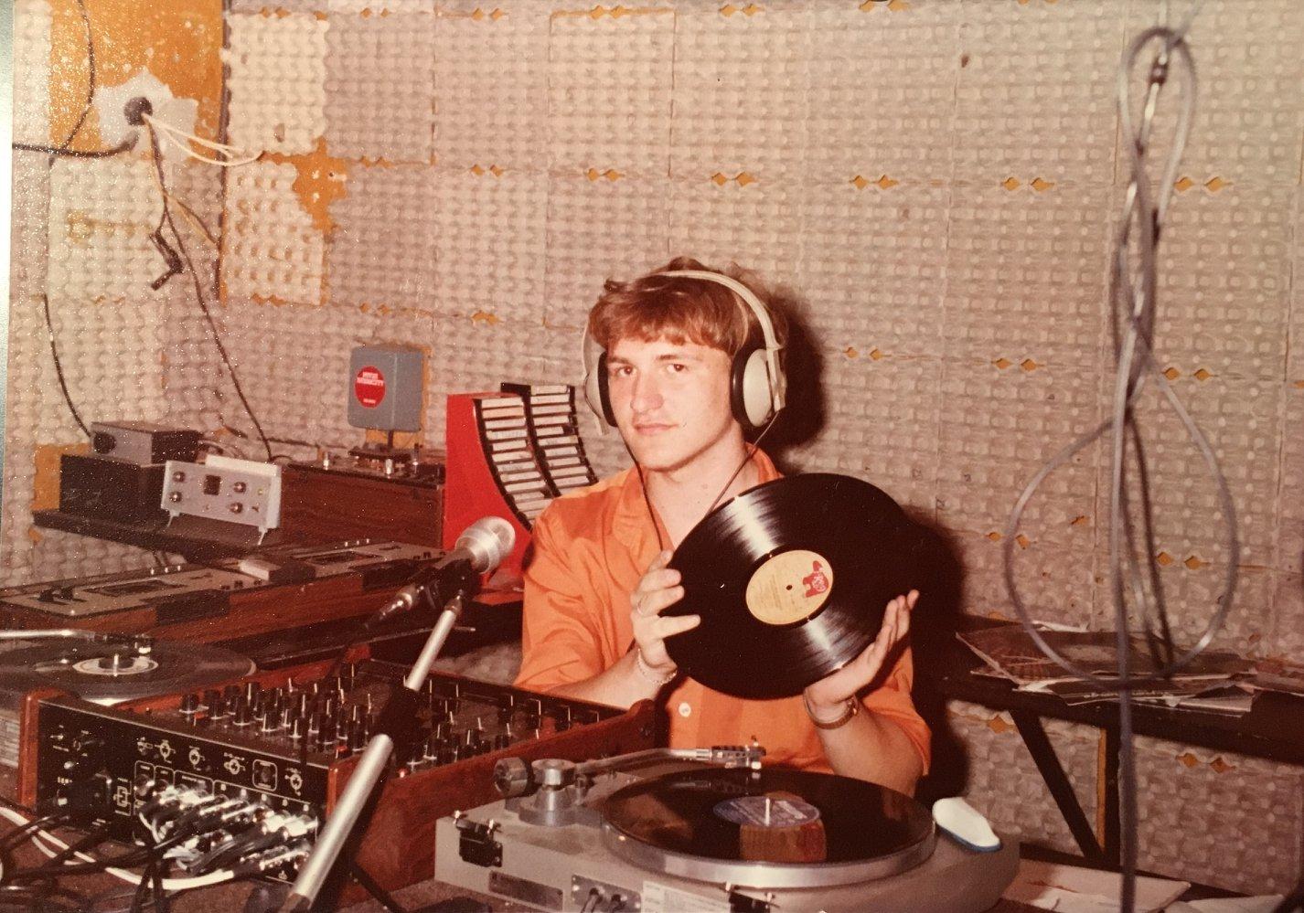 Pavia Radio City studio - Storia della Radiotelevisione italiana. Novembre 1975: 86 radio libere riunite a Firenze per il primo censimento radiofonico italiano