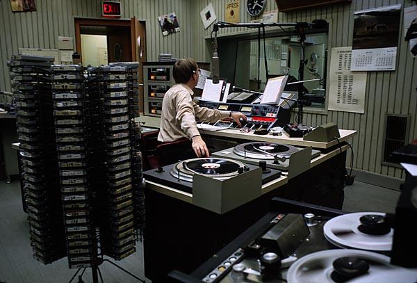 AFN studio 1 - Storia della radiotelevisione italiana. Radio: quando gli americani sbarcarono in Italia