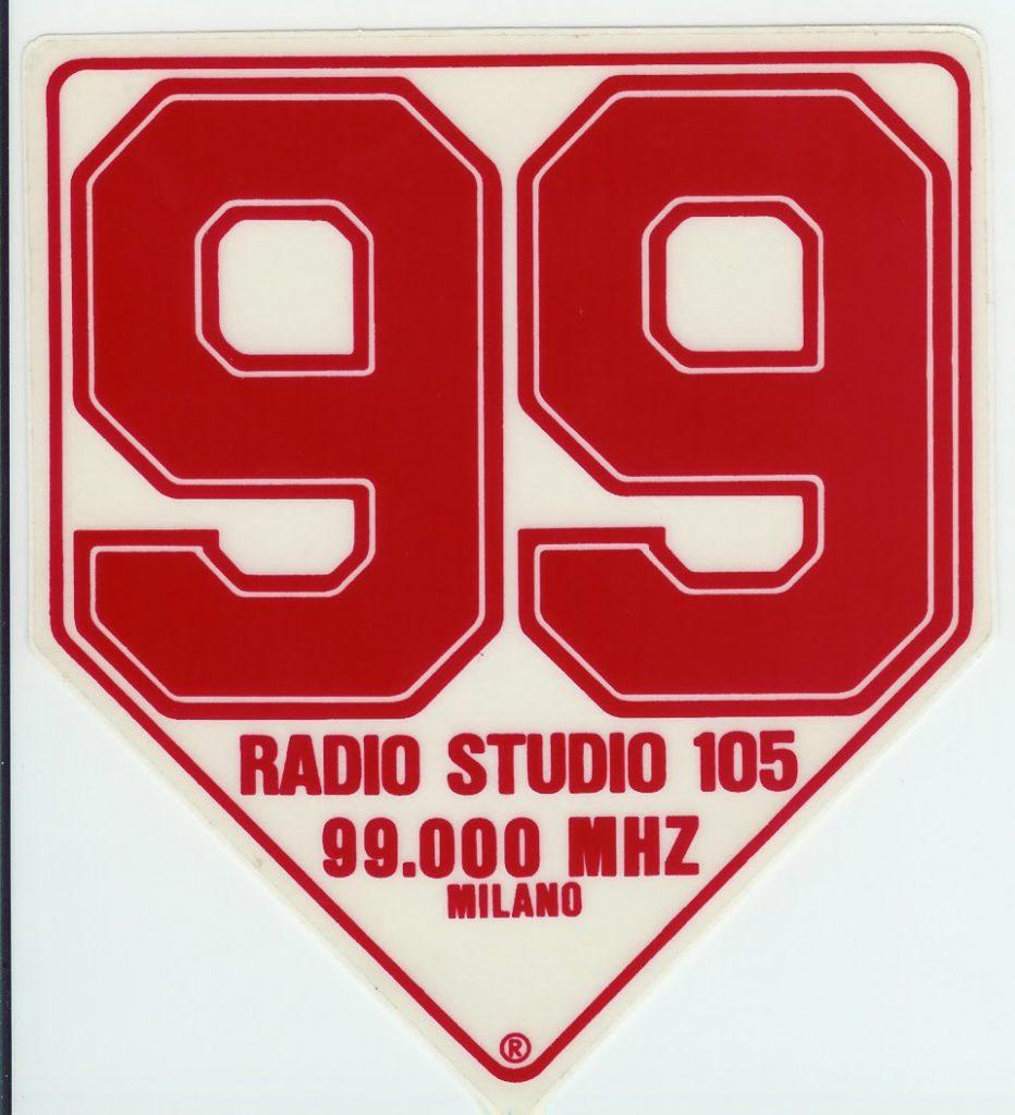 Radio Studio 105 adesivo 932x1024 - Storia della radiotelevisione italiana. 1988: la doccia fredda delle radio nazionali (prima parte)