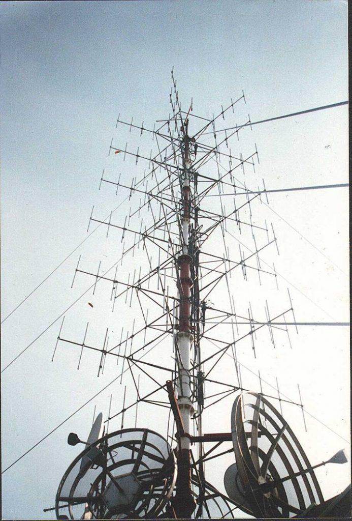 Radio Studio 105 antenna 99075 MHz Milano 693x1024 - Storia della radiotelevisione italiana. 1977: prove tecniche per un Piano Nazionale di Assegnazione delle Frequenze. Che attendiamo ancora oggi...