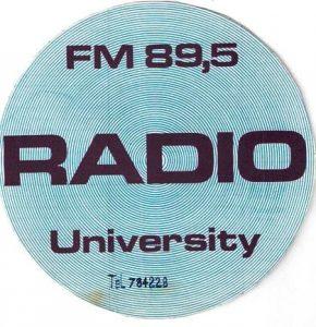 radio universisty adesivojpg 290x300 - Storia della Radiotelevisione italiana. 1975: Radio University, la voce della destra milanese