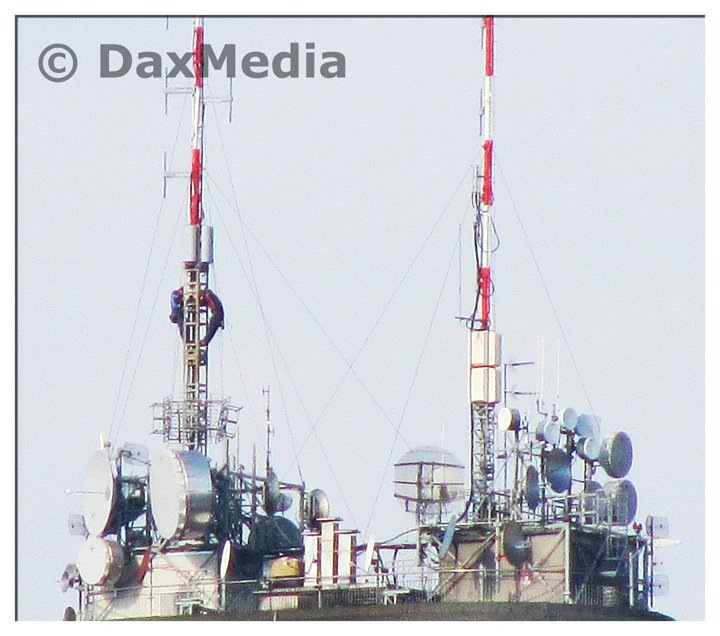 antenne20FM20e20UHF20su20grattacielo20Breda - Tv locali, Lombardia: Telereporter e Telecampione, fine delle trasmissioni. Nella regione a rischio 15 tv locali su 36