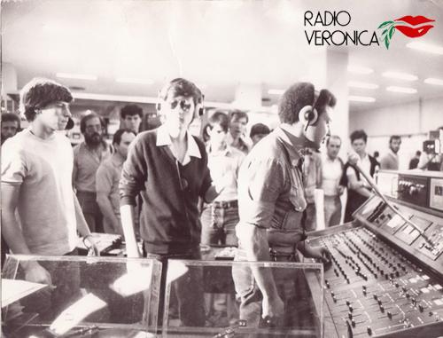 Sim R Veronica 2 - Storia della radiotelevisione italiana. Da Radio Villa Briantea a Radio Città di Milano passando per Radio Veronica