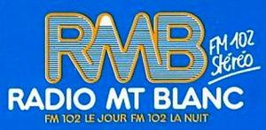 Radio Mont Blanc adesivo 2 300x147 1 - Storia della radiotelevisione italiana. Radio Mont Blanc: dalla Val d'Aosta alla conquista della Francia