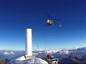 Radio Mont Blanc elicottero 2 300x225 1 - Storia della radiotelevisione italiana. Radio Mont Blanc: dalla Val d'Aosta alla conquista della Francia