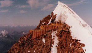 radio mont blanc smantellata 300x173 1 - Storia della radiotelevisione italiana. Radio Mont Blanc: dalla Val d'Aosta alla conquista della Francia