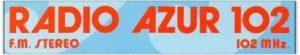 RADIO AZUR 102 adesivo 2 1 300x55 - Storia della radiotelevisione italiana. Radio K: da Sanremo per far crollare il monopolio radiofonico francese