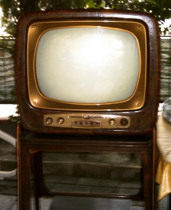 televisore20anni205028129 - Tv. Canone RAI: la via tortuosa della bolletta energetica per ovviare ad un problema facilmente risolvibile