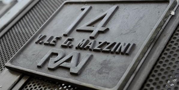 RAI insegna viale mazzini - Rai: Sindacati, azienda rimuova pregiudiziale per rinnovo contratto lavoro. 400 lavoratori al presidio di Viale Mazzini