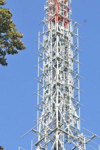 antenne monte san salvatore svizzera 200x300 - Radio. La Svizzera non vuole segnali italiani sul proprio territorio (anche se non interferenti)
