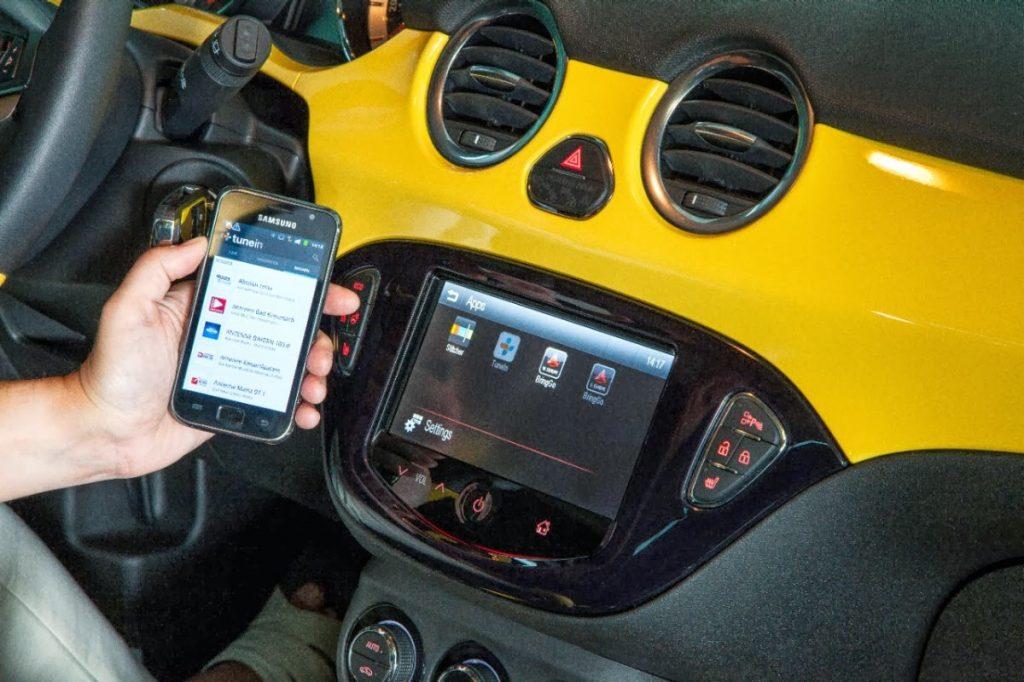 auto interconnesse tunein 2 1024x682 - Radio. Per giovani auto sempre meno importante. Eppure aumenta fruizione medium automotive