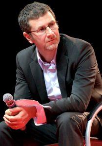 Fabio Fazio cropped 209x300 - Tv. Il dg Orfeo sbandiera orgoglio Rai alla presentazione dei palinsesti: Fazio è una risorsa; voglio anche Benigni