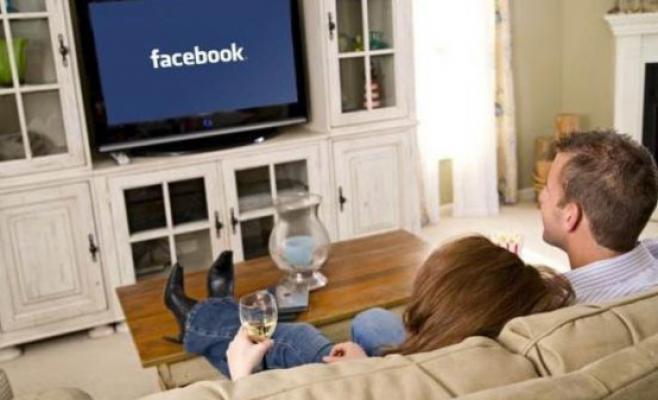 Facebook vs Tv - Web vs Tv. Facebook entra in competizione con la tv diventando content provider. Intanto Champions League sbarca su social