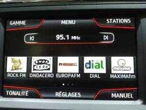 autoradio slide show FM 300x225 - Radio. L'innovazione nei sistemi multimediali delle vetture