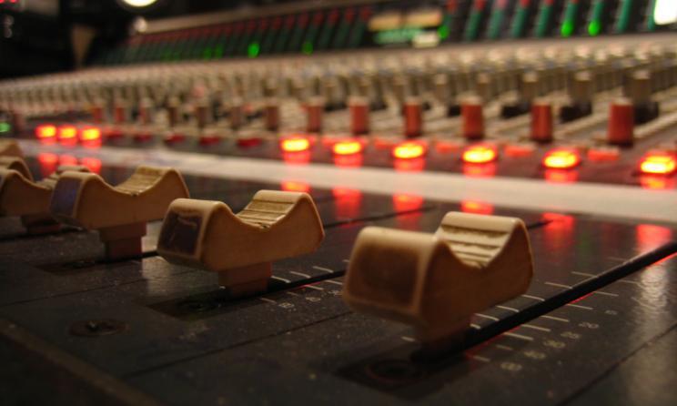 mixer - Web e Musica. Mercato torna a crescere dopo crollo 40% tra 1999 e 2014. Su solo grazie a streaming