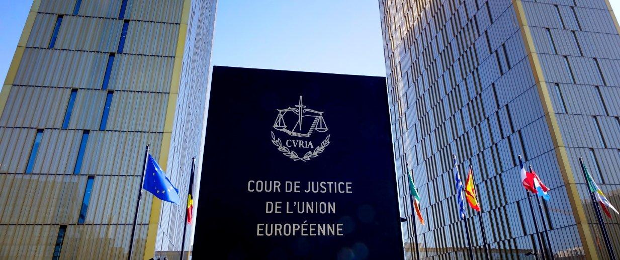 corte giustizia europea - Giurisprudenza comunitaria. Avvocatura generale Corte di giustizia UE: app che mette in contatto clienti e tassisti, appartiene a società dell'informazione
