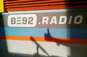 """B92 300x196 - Radio e Tv. Serbia, la storica B92 cambia nome (e layout): """"Altrimenti non si potrà vendere"""""""
