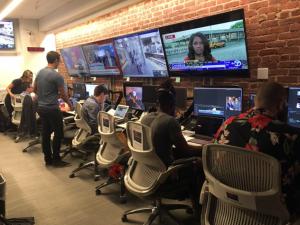 nbc news control room 300x225 - Web & Tv. Sempre più strette le relazioni: Snapchat lancia tg social con Nbc News. E anche Facebook ci pensa