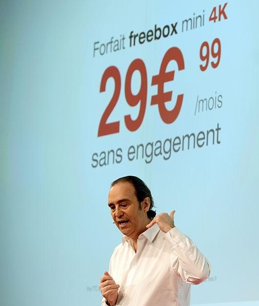 Iliad Xavier Niel - Tlc & Web. Iliad 4° operatore italiano. 1 Mld di investimenti per connessioni mobili sostanzialmente flat. Circolo virtuoso per utenti e servizi