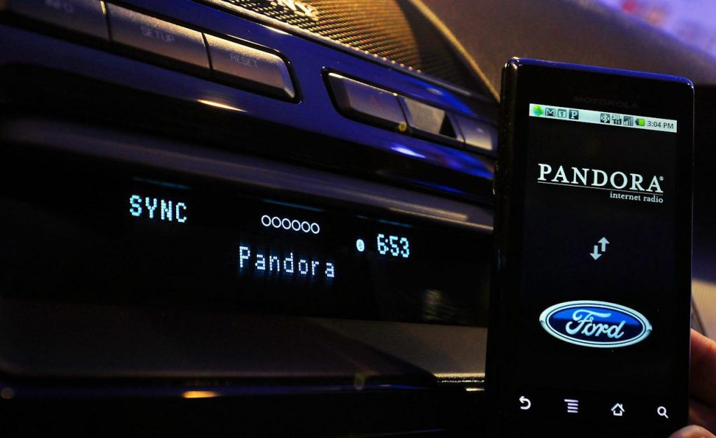 ford sync running pandora application via mobile telephone 1024x626 - Radio 4.0. IP radio: ambizione di Pandora è interazione vocale in-car
