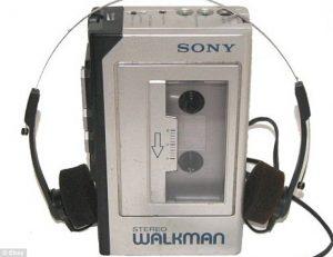 """walkman 300x231 - Radio 4.0. Broadcasters USA su Rapporto Miller: ok generazione Z persa, ma giovani crescono. Problema semmai è """"evolvere per non morire"""""""