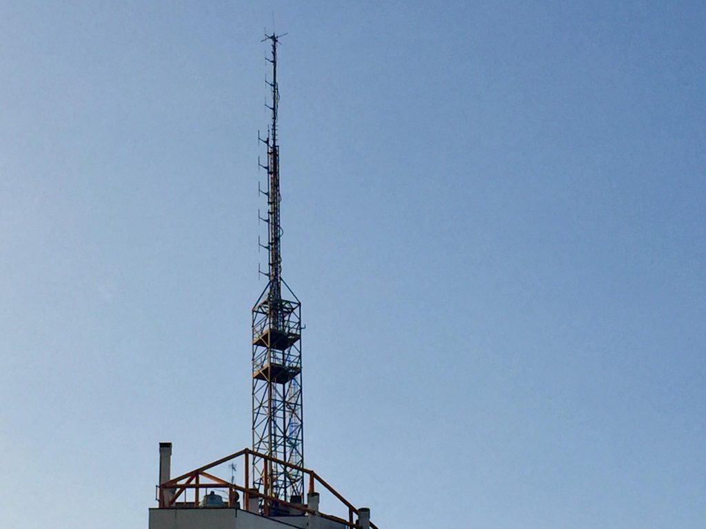 antenna FM Via Valenza Milano 1024x768 - Radio, ascolti e pubblicità. Dopo la bocciatura del 1° trimestre il mercato guarda avanti