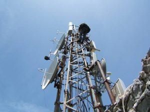 antenna FM e UHF Montagna Longa 300x225 - Tv locali. CRTV: ricavi 2016 a -10%, -500 addetti. Comparto non aggancia ripresa e torna a 15 anni fa. La riforma che vuole rilanciare settore con contributi selettivi
