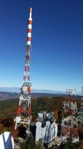 antenne tralicci vari 167x300 - DTT, 700 MHz. Canali tv diminuiscono con asta 5G e titoli broadcaster salgono. Eccesso capacità trasmissiva in circolazione