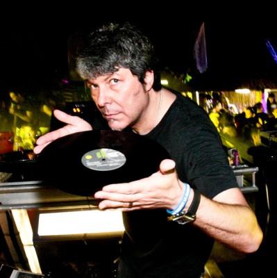 Claudio Coccoluto disco - Radio. Cosa avvicina e cosa allontana i giovani dal medium. Il parallelismo col vinile