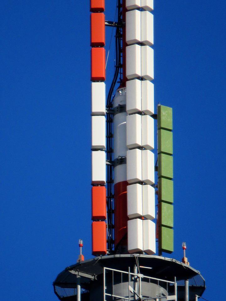 antenna tricolore - DTT. Proroga scadenze refarming 700 MHz. Rossignoli: soluzione più ragionevole è passaggio a HEVC da parte delle tv locali a giugno 2022