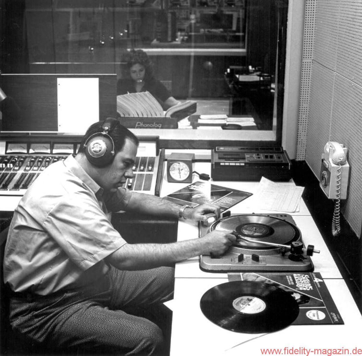studio radio anni 70 - Radio. Cosa avvicina e cosa allontana i giovani dal medium. Il parallelismo col vinile
