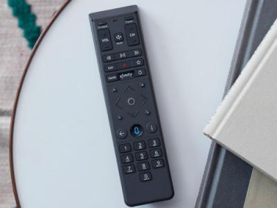 """telecomando vocale - Tv. USA, Comcast continua a scommettere sul telecomando vocale: funzioni anche come motore di ricerca (""""dimmi qual è la canzone che sto ascoltando"""")"""