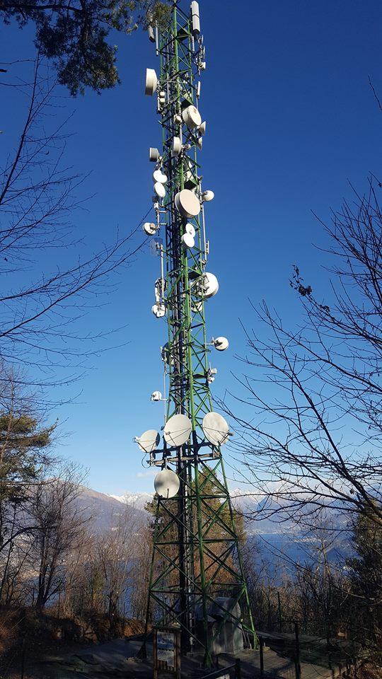 traliccio antenne varie - DTT. Refarming 700 MHz: ecco come funzioneranno assegnazioni di diritti d'uso, associazioni con FSMA e revisione LCN