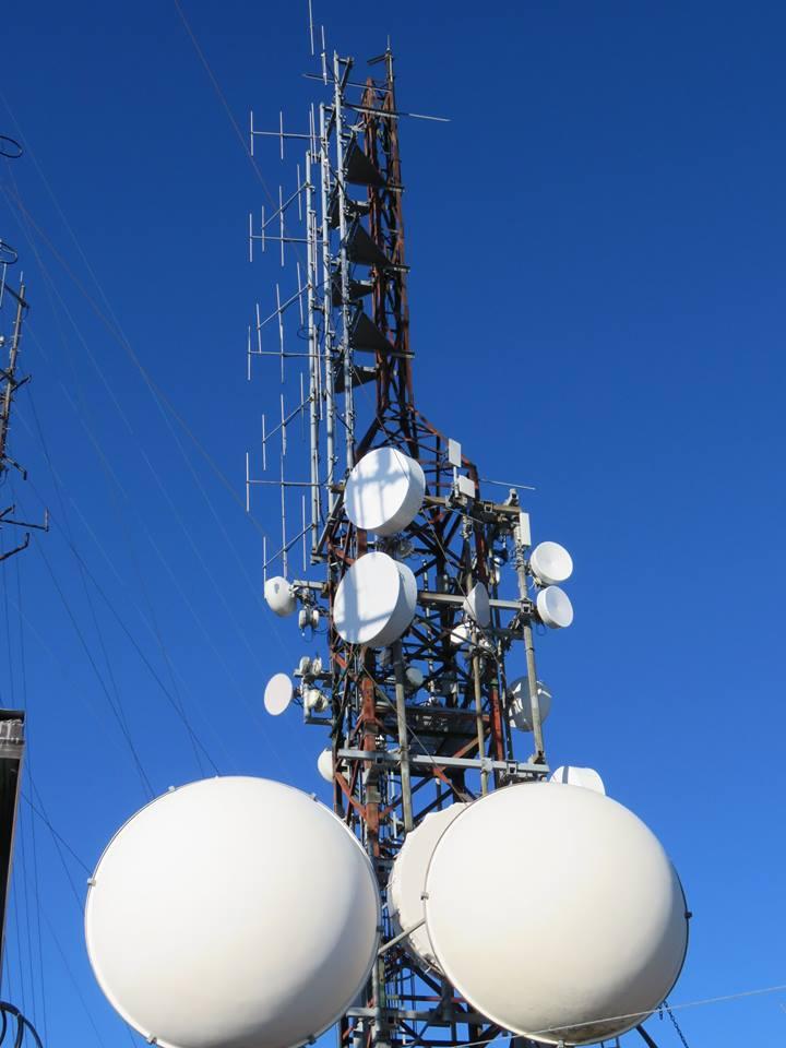 traliccio fm e parabole II - DTT. Refarming 700 MHz: ecco come funzioneranno assegnazioni di diritti d'uso, associazioni con FSMA e revisione LCN
