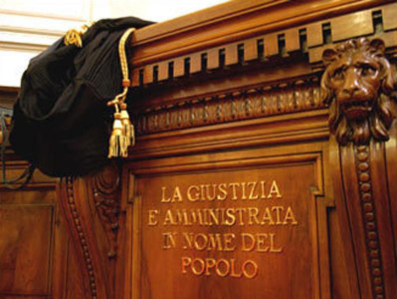 Avvocati aula giustizia 1 - Professionisti. La polizza per gli avvocati è obbligo di legge.Il Cnf offre polizza in convenzione a tutela della professione e contro gli infortuni