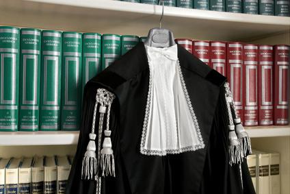 Avvocati toga 1 1 - Professionisti. La polizza per gli avvocati è obbligo di legge.Il Cnf offre polizza in convenzione a tutela della professione e contro gli infortuni