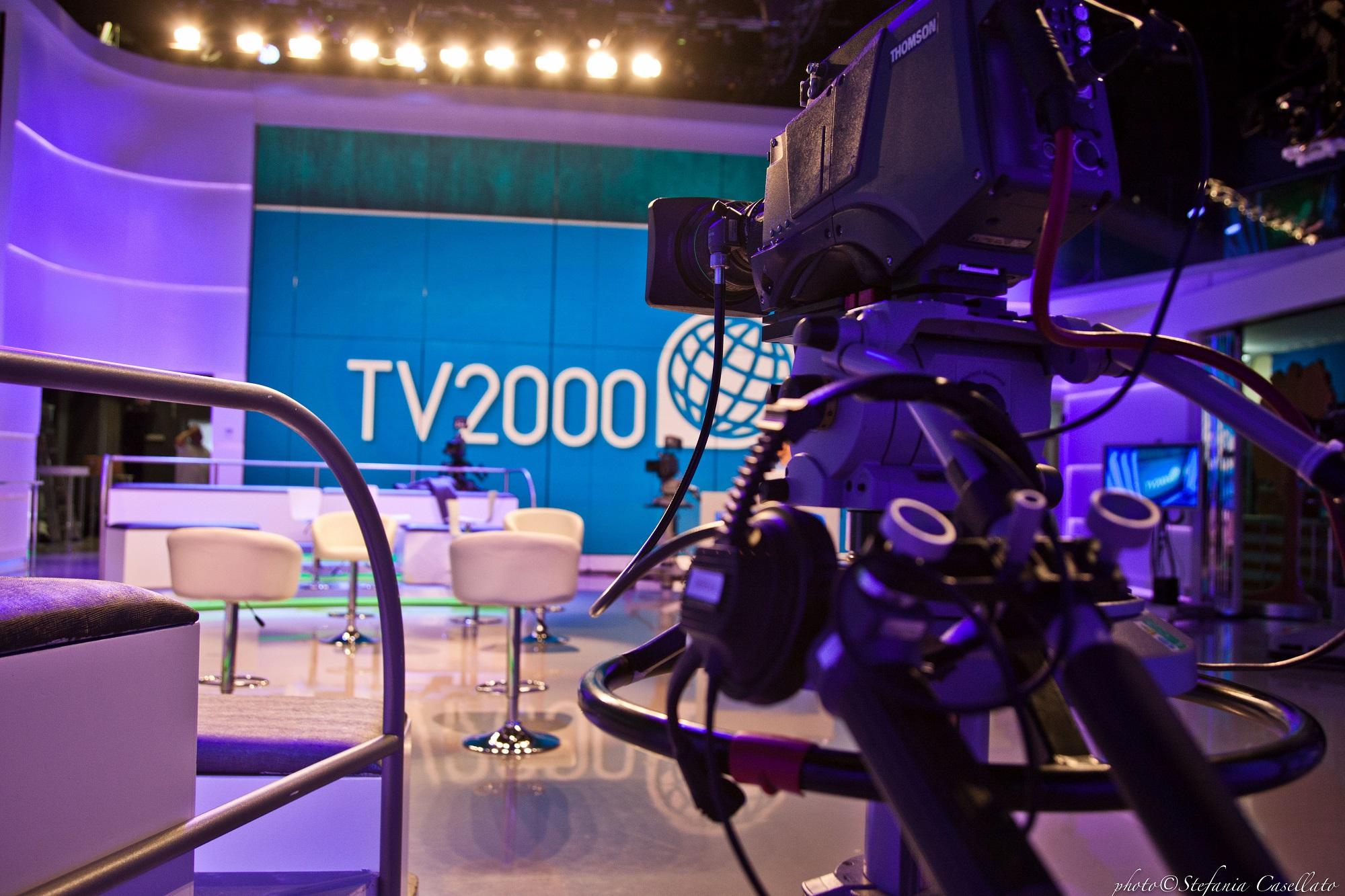 TV2000 studio con logo 5 - Radio. InBlu, Ruffini, consapevoli sfida che abbiamo davanti: realizzare profilo 4.0. Ma non ci interessa visual radio: meglio brand bouquet. Futuro è IP