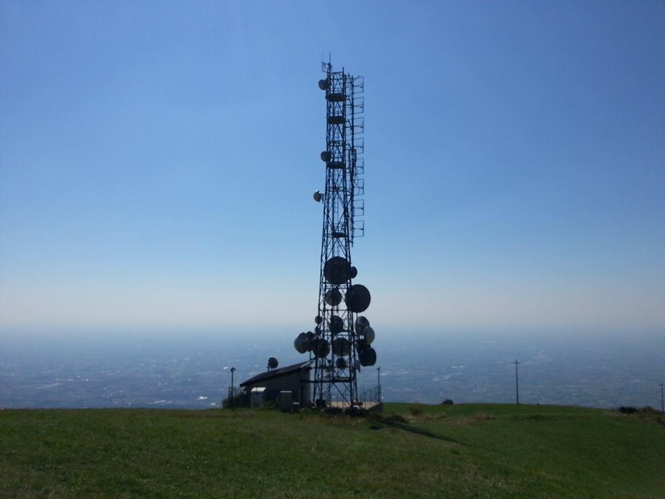 antenne radio e tv Monte Rubbio Caina - DTT. I retroscena della legge di bilancio: diritti d'uso condivisi e operatore unico in prospettiva di un futuro sempre meno terrestre
